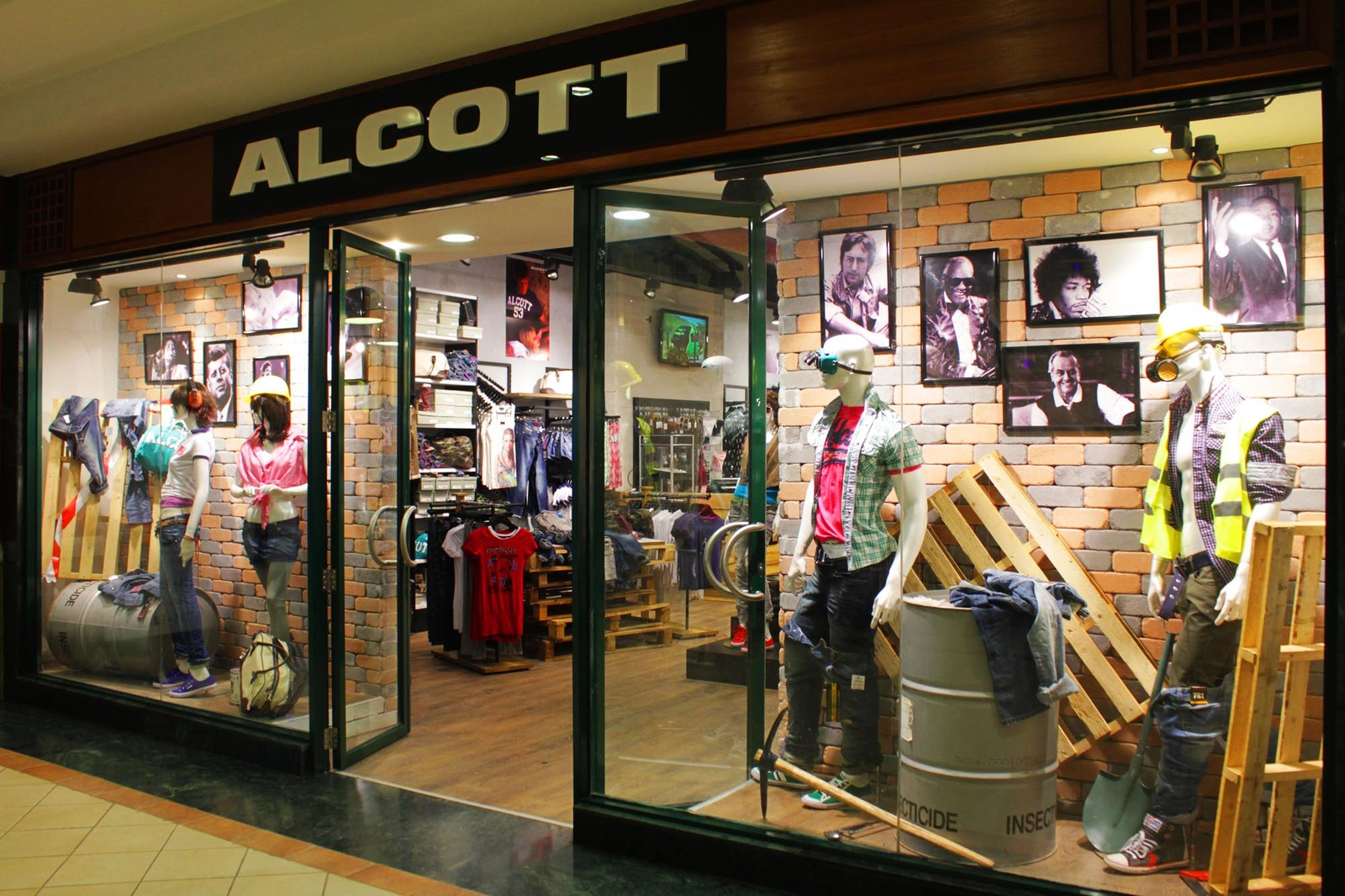 Photos of Alcott Outlet, Palmanova Outlet Village — Friuli-Venezia ...