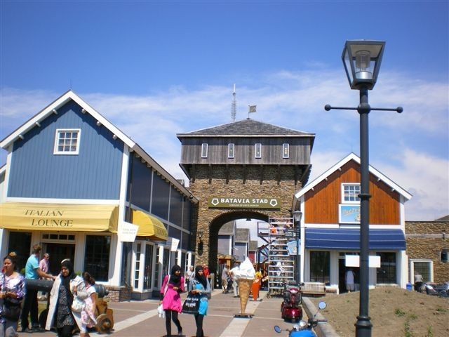 Photos of Batavia Stad Amsterdam Fashion Outlet  u2014 Flevoland, Netherlands   Outletaholic