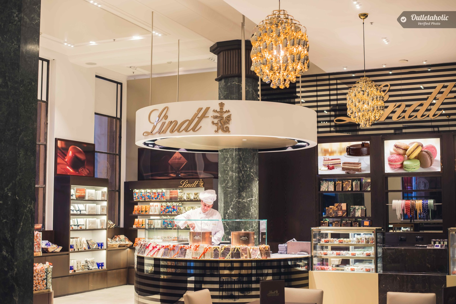 Photos of Lindt Outlet, Palmanova Outlet Village — Friuli-Venezia ...