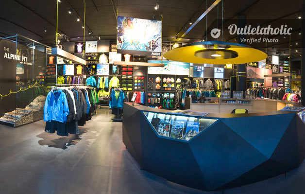 Photos of Salewa Outlet, Palmanova Outlet Village — Friuli ...